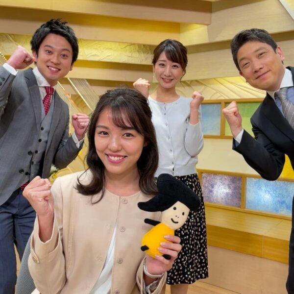 出演番組「Live news イット!」の出演陣との集合写真