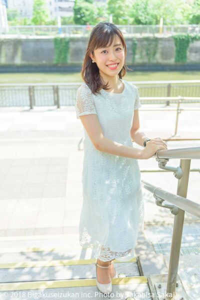 富山詠美アナの身長がわかる全身画像