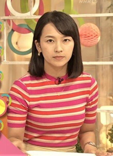 福永美春アナのカップが強調されたニット衣装
