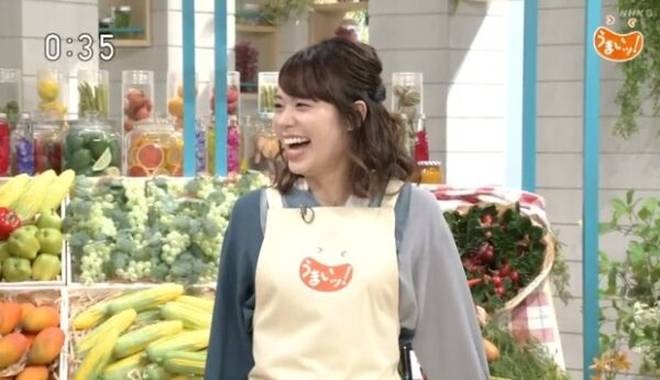 NHK総合の「うまいッ!」に出演する吉岡真央アナ