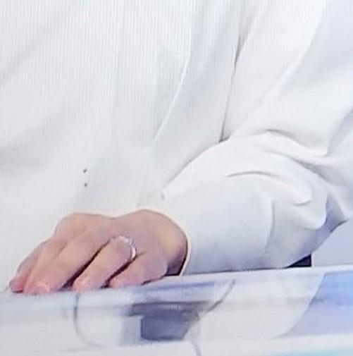 徳田琴美アナの指輪の拡大画像
