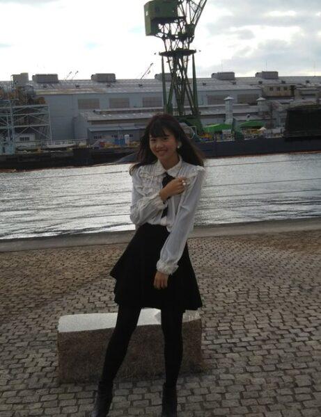 学生時代にモデルとして撮影会に参加する西の侑里アナ