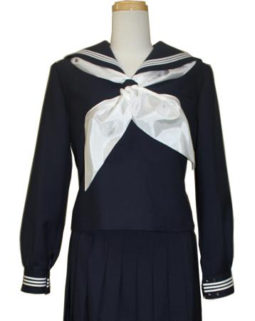 木下瑠音アナの出身中学、富山大学人間発達科学部附属中学校の冬服のセーラー服
