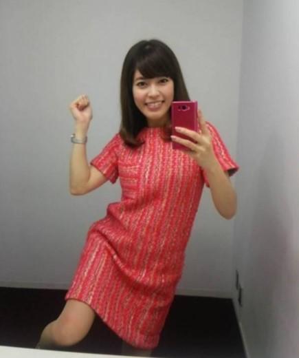 ミニスカートの神田愛花アナ
