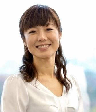かわいらしいハーフアップの髪型の有働由美子アナ