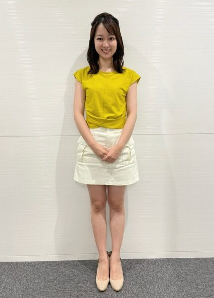 ミニスカート衣装が多い磯貝初奈アナ
