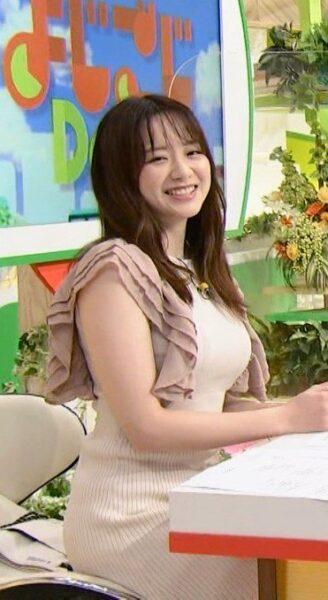ピッタリとした衣装で胸が強調される森香澄アナ