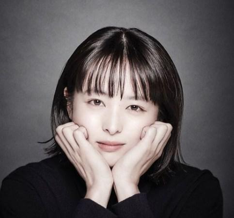 小室瑛莉子アナに似ていると噂の清野菜名さん