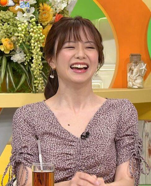 森香澄アナの胸元のホクロ画像